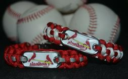 St. Louis Cardinals Paracord Bracelet w/ MLB Dog Tag and Met